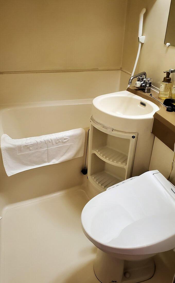 「ホテル&レジデンス南州館」のシングルルームのバスタブ