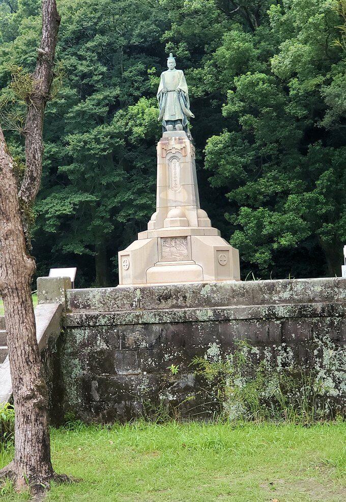 鹿児島市内の照国神社内にある島津斉彬公の銅像を眺める