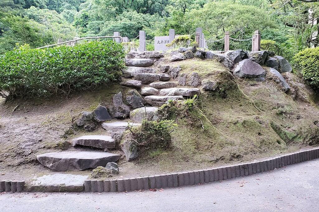 探勝園内にあった墓所