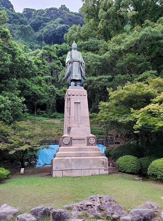 探勝園内にある島津久光公像