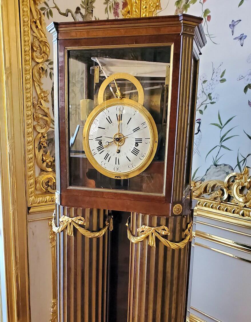 エカテリーナ宮殿の「アレクサンドル1世の客間」に置かれていたレトロな時計