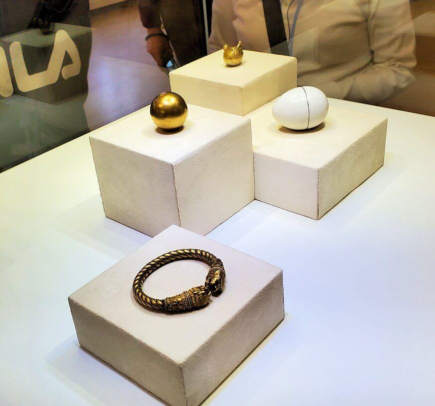 カール・ファベルジェが作成した黄金のブレスレット