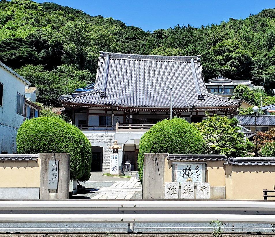 関門海峡の下関側にある地域は壇ノ浦町にある極楽寺の外観