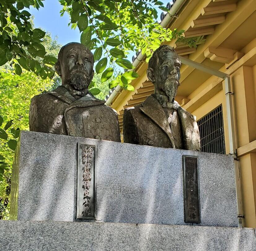下関にある日清講和条約記念館脇に立つ銅像-1