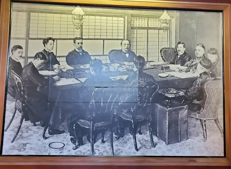 日清講和条約記念館に置かれている、講和会議場イメージ図