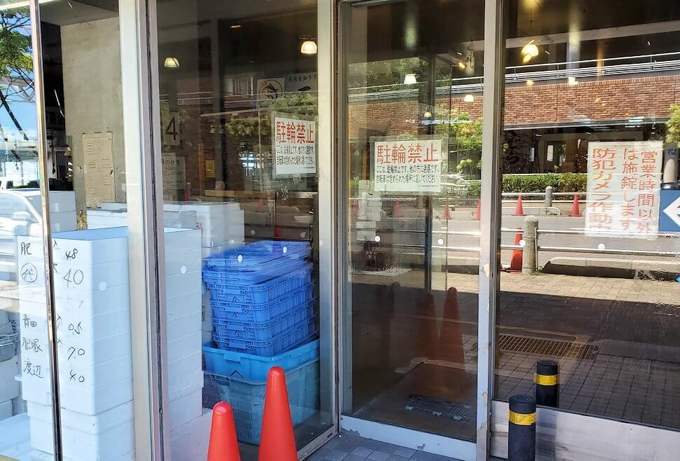 下関にある唐戸市場の入口は閉まっていた