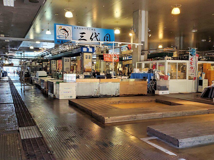 下関にある唐戸市場内の様子