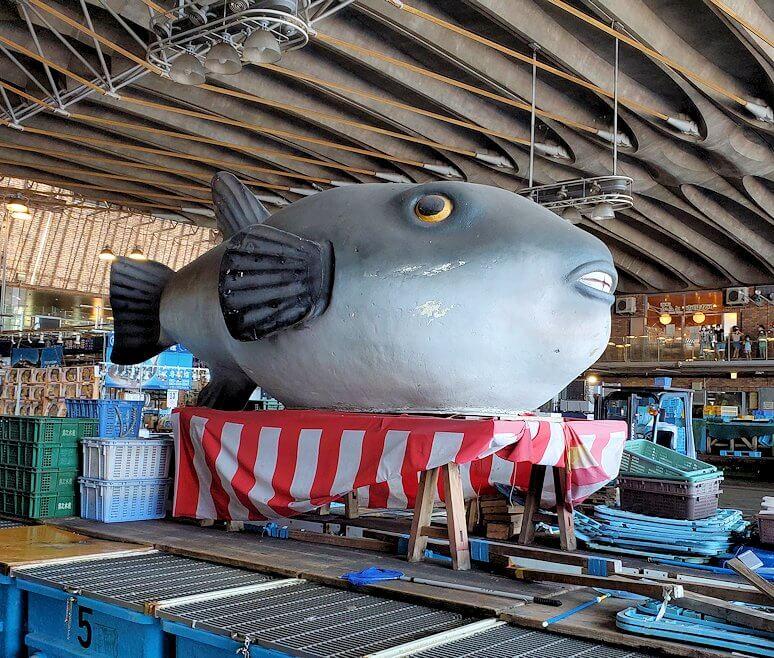 唐戸市場内に置かれていた、大きなフグのオブジェ