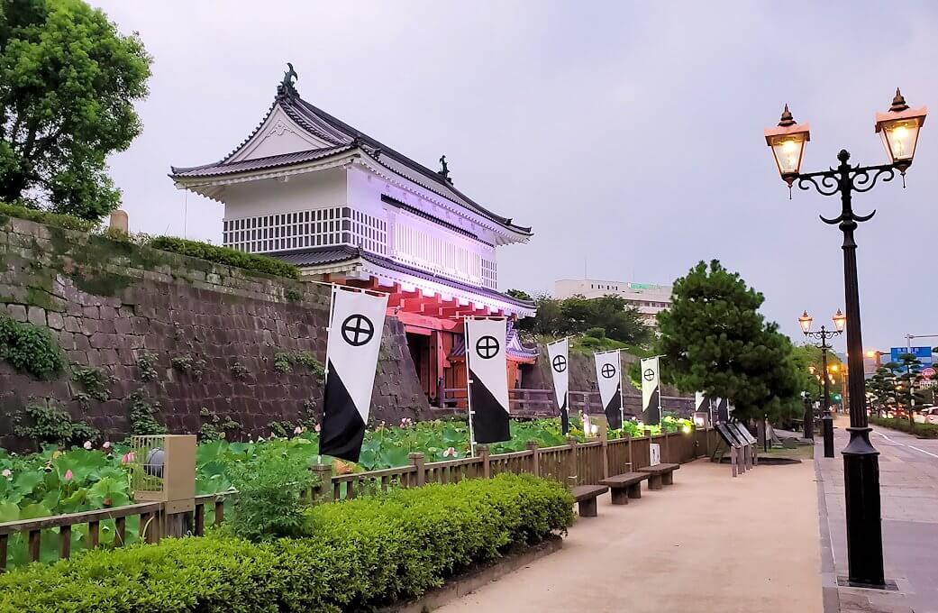 鹿児島市内の鶴丸城跡地正面