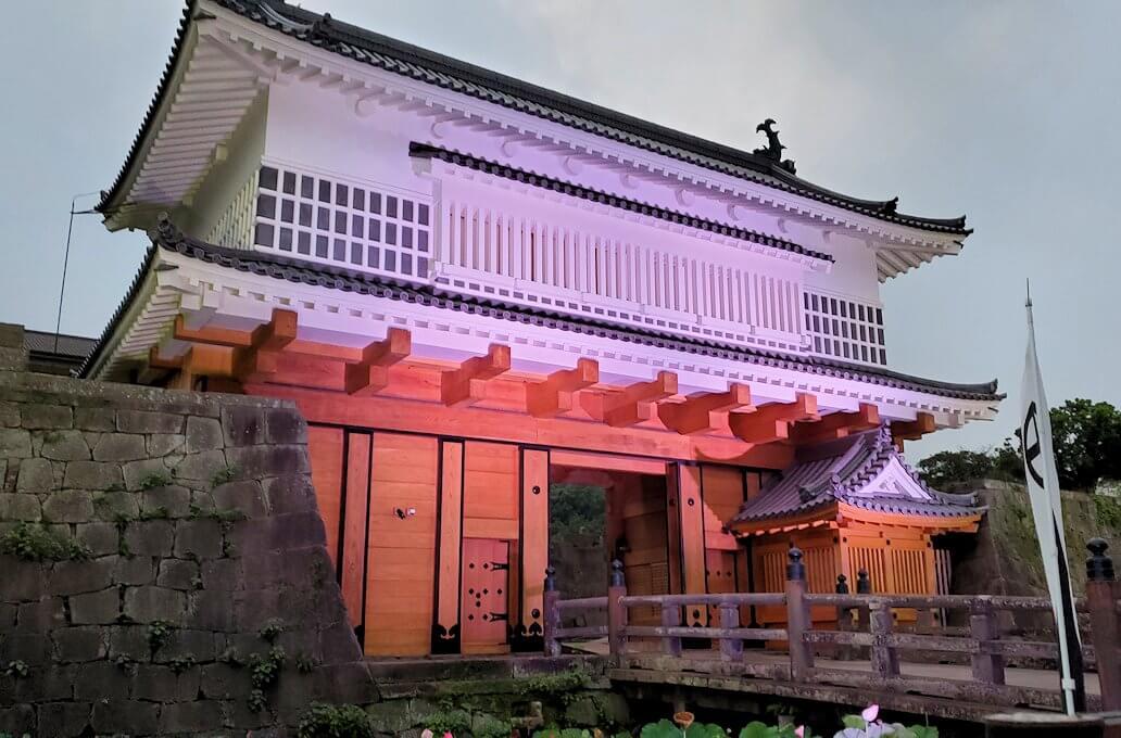 鶴丸城正面に復活した「御楼門」-1