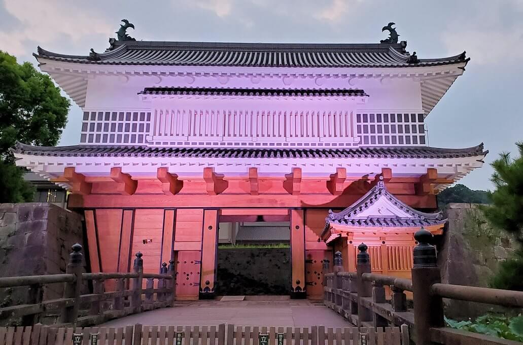 鶴丸城正面に復活した「御楼門」-2