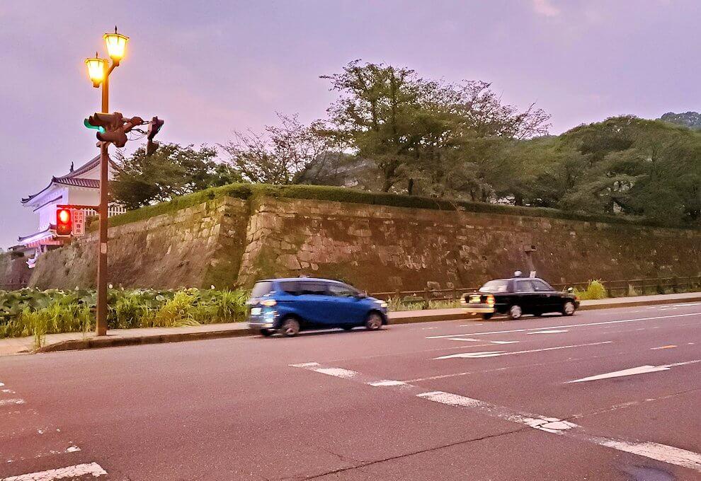 鶴丸城を眺める