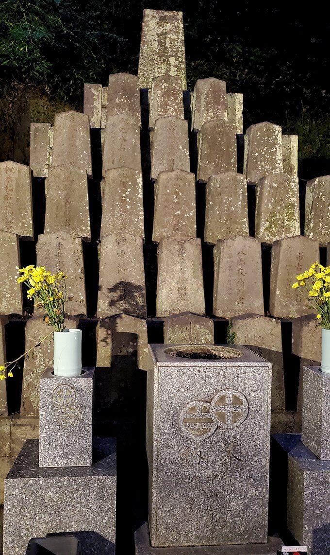 鶴丸城跡地東側にあった「薩摩義士碑」に近寄る