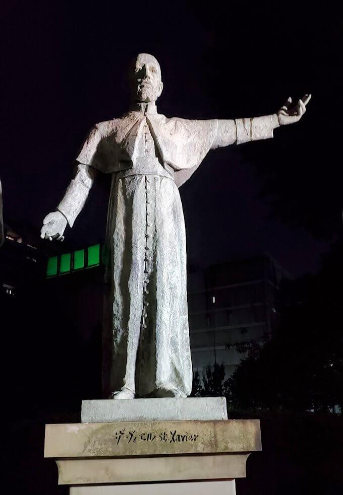 鹿児島市内のザビエル公園にある像のザビエル像