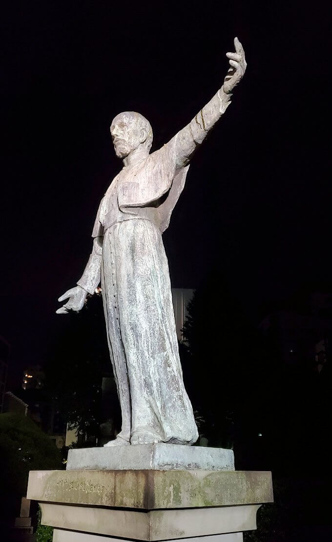 鹿児島市内のザビエル公園にある像のザビエル像-1