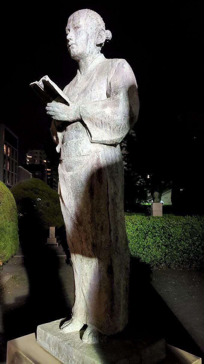 鹿児島市内のザビエル公園にある像のやじろう像-1