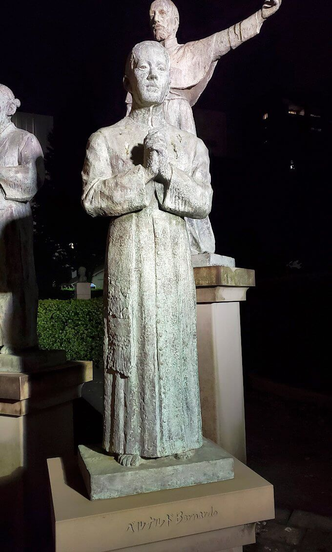 鹿児島市内のザビエル公園にある像のベルナルド像