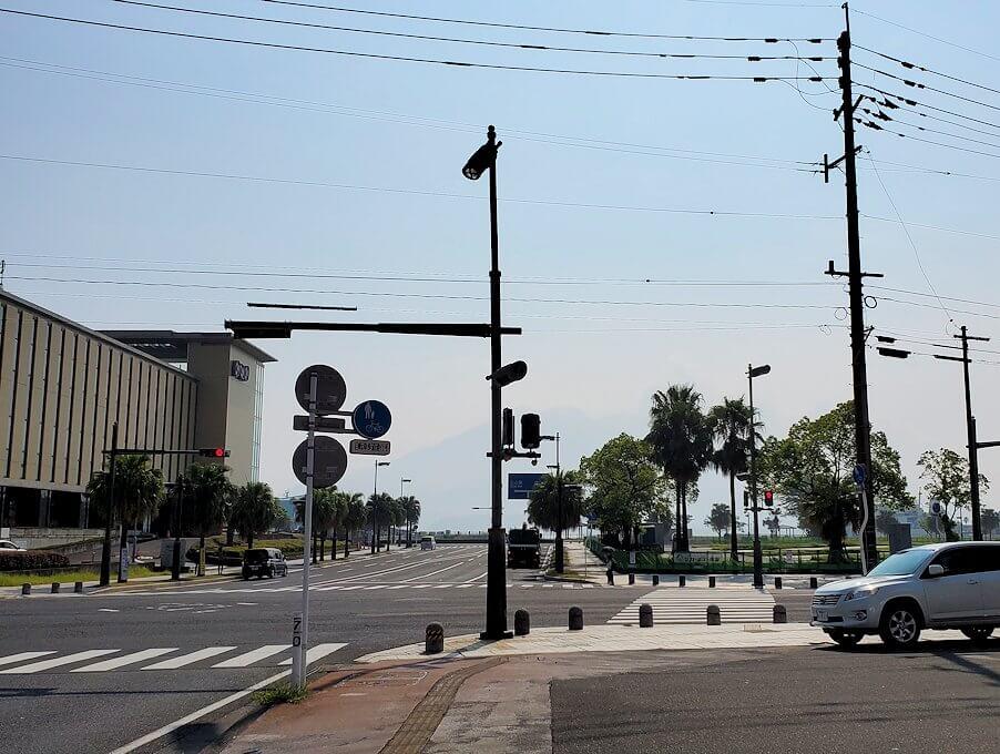 南州館ホテル周辺の天文館通りからフェリー乗り場を目指して歩くとNHKが見えてくる-1