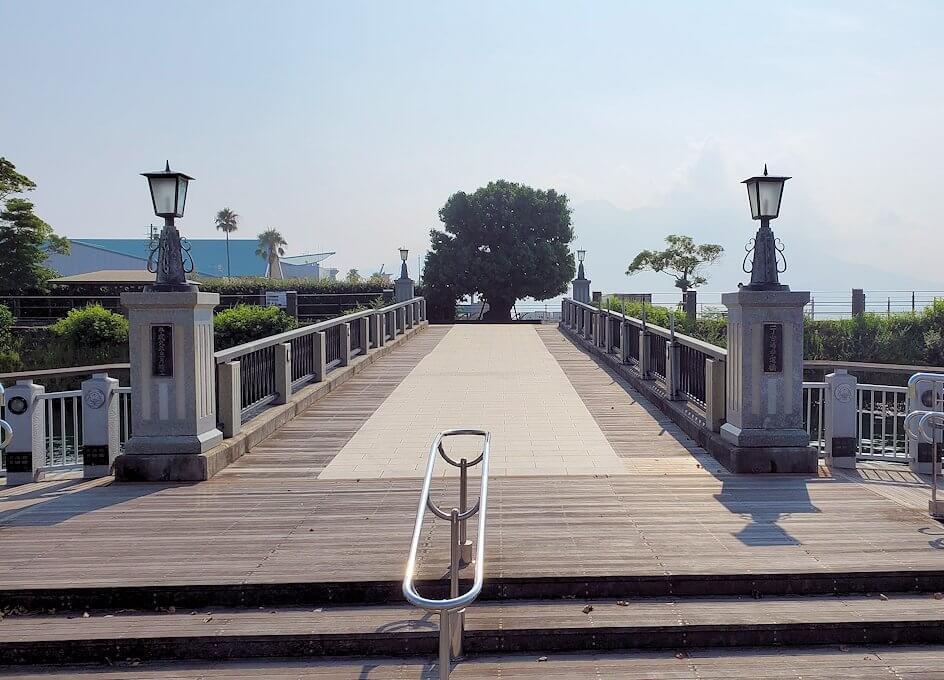 桜島フェリー乗り場近くにある公園の橋