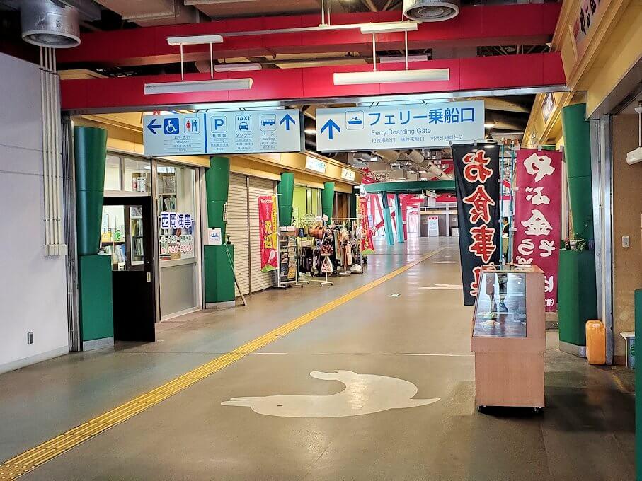 桜島フェリー乗り場へと入る