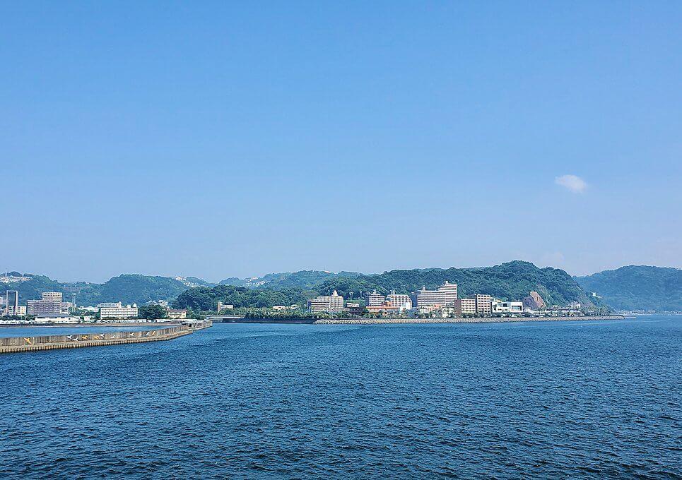 桜島へ向かうフェリーが出発-1