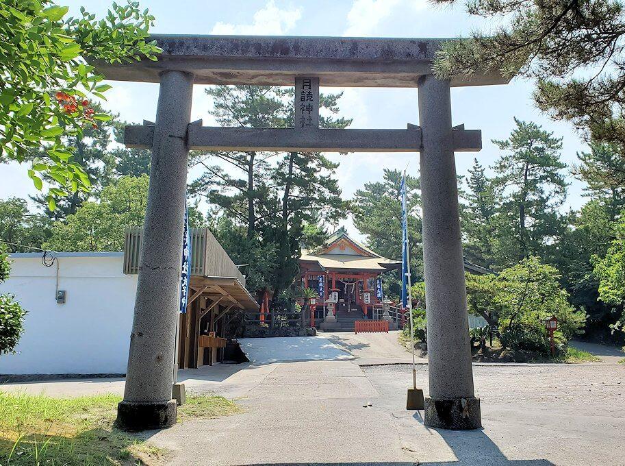 桜島の月讀神社正面を進むと見えてきた鳥居