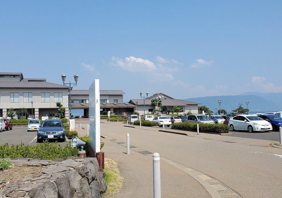 桜島ビジターセンターに向かって歩く途中に見えたレインボー温泉近く