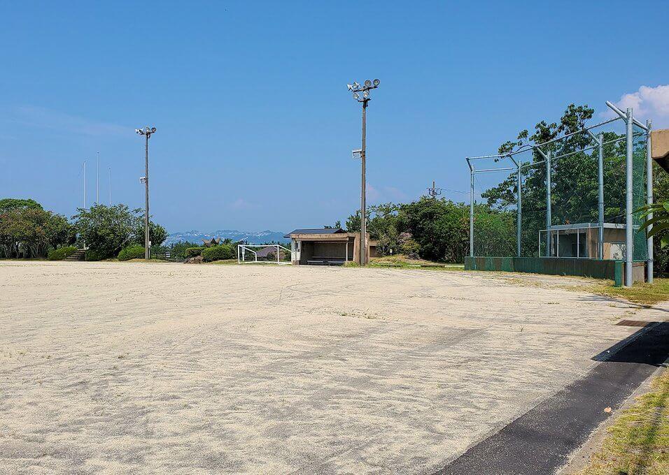 桜島ビジターセンターに向かって歩く途中にあった野球のグラウンドの様子-1