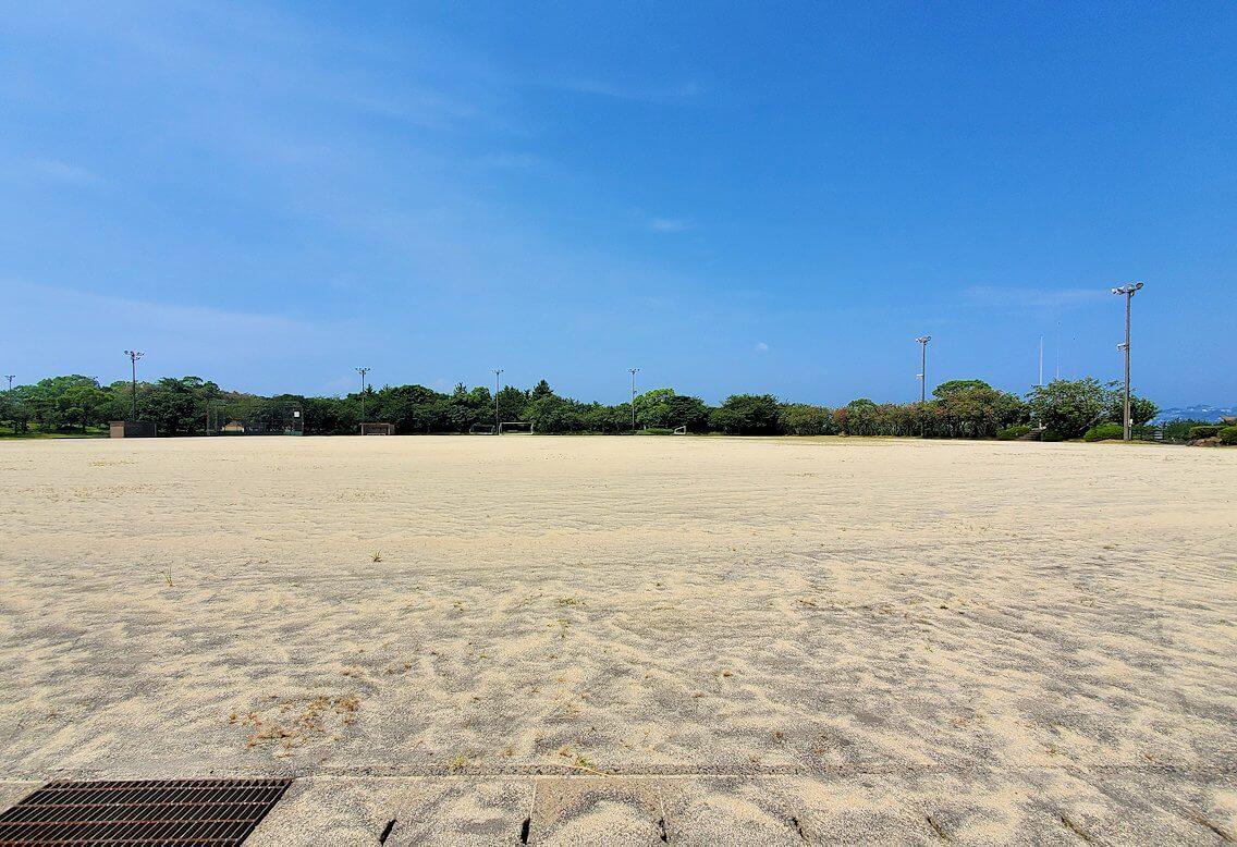 桜島ビジターセンターに向かって歩く途中にあった野球のグラウンドの様子-2