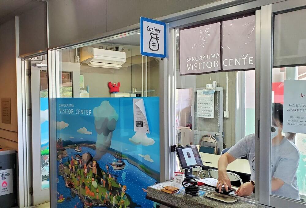 桜島ビジターセンターでレンタサイクルを借りる手続き