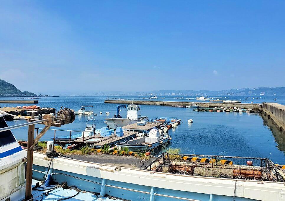 桜島でサイクリングで走る道路から見える海-1
