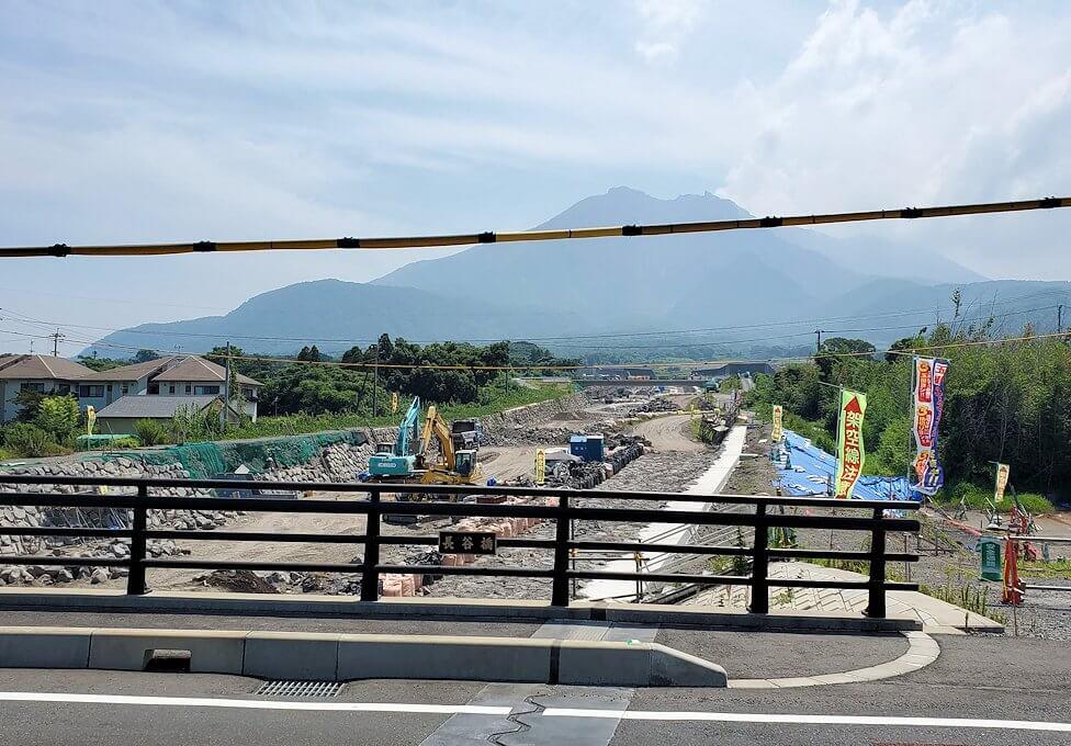桜島内で見かける、溶岩流を通す用水路