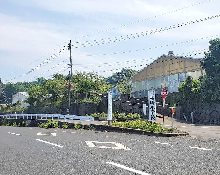 桜島でサイクリング途中に見える学校
