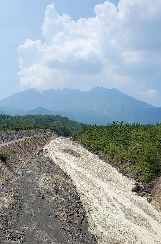 桜島26号線沿いにあった「昭和溶岩地帯」近くの土石流溝-1