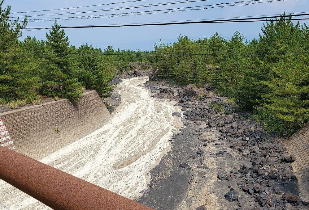 桜島26号線沿いにあった「昭和溶岩地帯」近くの土石流溝-2