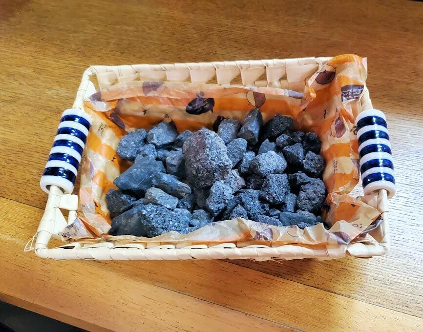 桜島黒神町にあった「椿の里」でもらった火山石-1