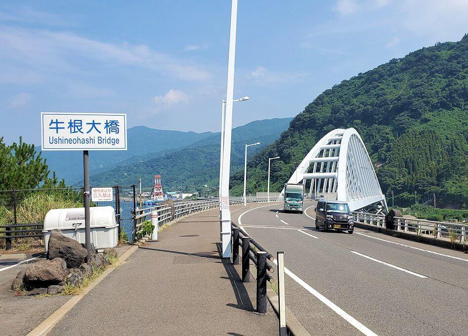 桜島サイクリングの分岐点で垂水側に進むと、牛根大橋が見えてくる