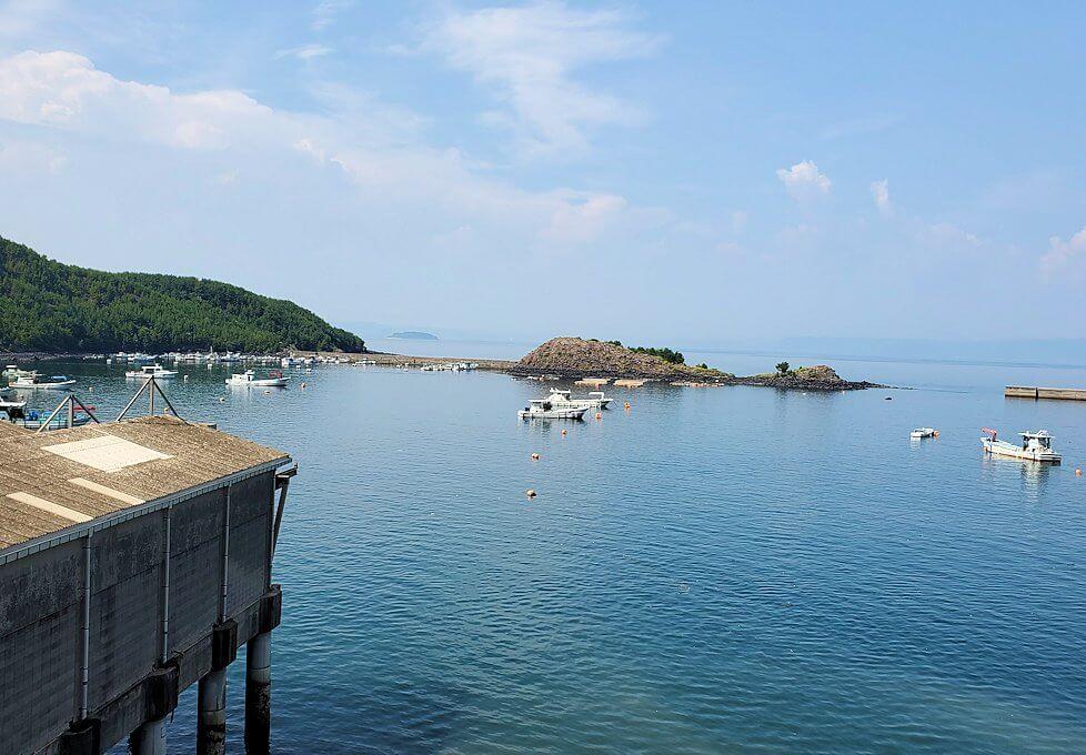 桜島サイクリングの分岐点で垂水側に進むと、牛根大橋から見える海の景色