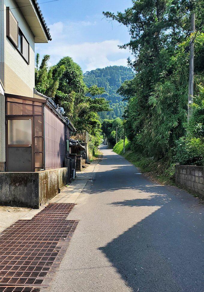 桜島サイクリングで垂水地区を進む-1
