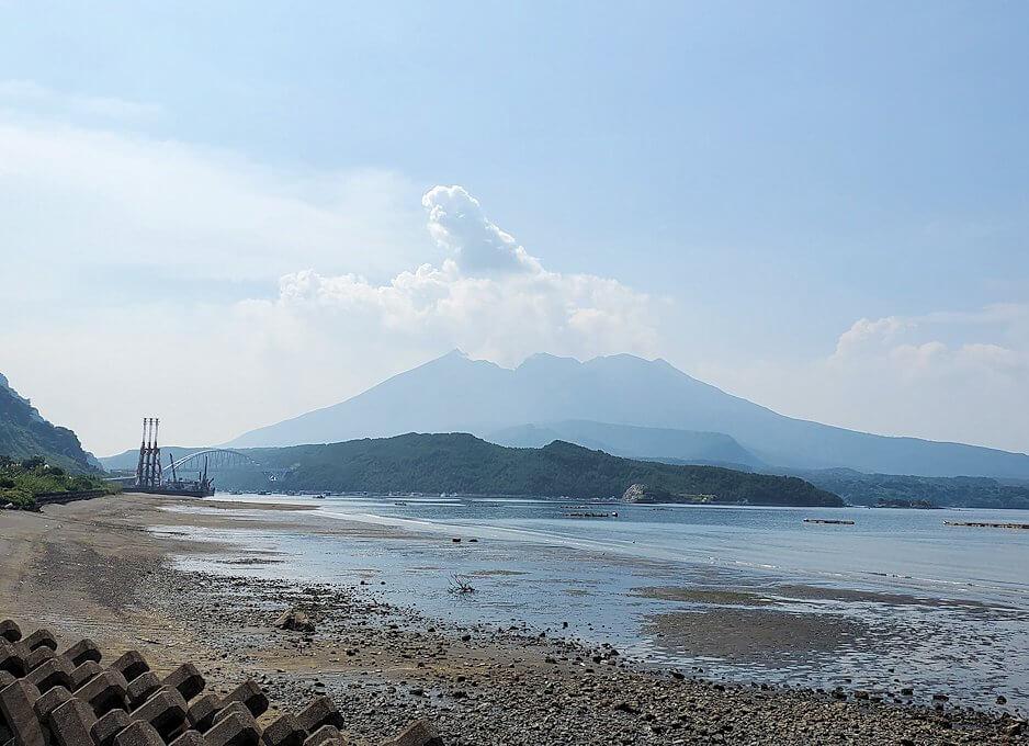 桜島サイクリングで垂水地区から眺める桜島