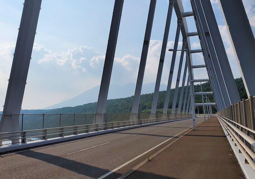垂水地区の牛根大橋を渡る景色を眺める-1