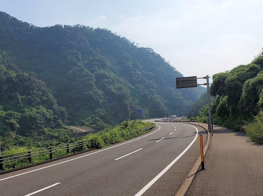 牛根大橋から桜島港を目指し国道220号線を進む-1