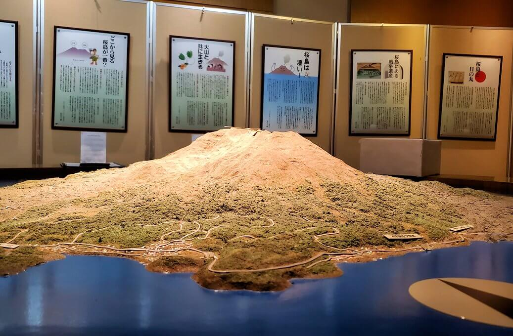 桜島ビジターセンターにある、リアルな桜島の模型2