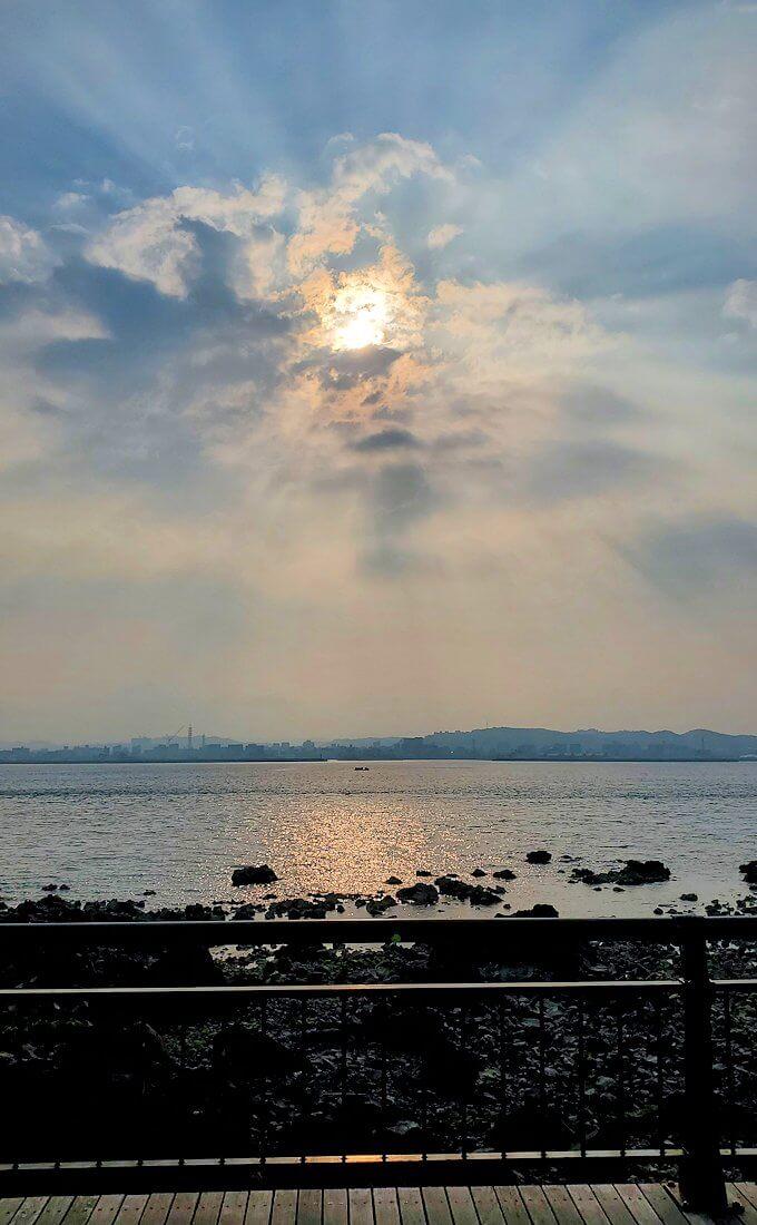 桜島溶岩なぎさ公園から見る夕陽