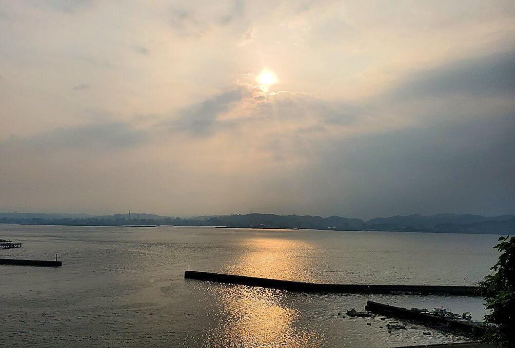 桜島自然恐竜公園へと登っていくと見えた夕陽