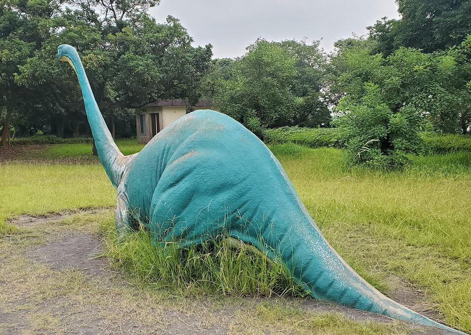 桜島自然恐竜公園にある恐竜のデカイ滑り台