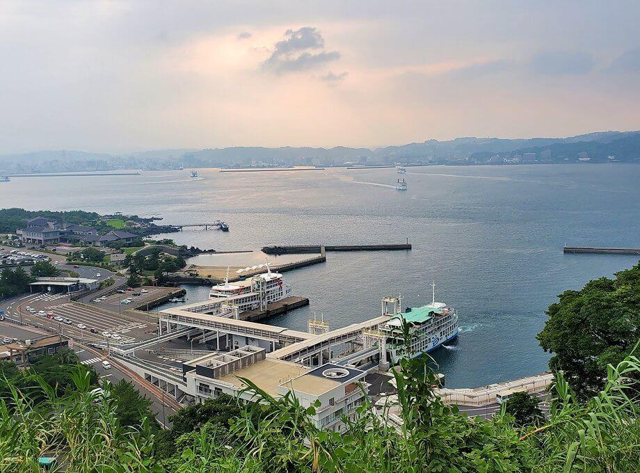 桜島自然恐竜公園から見下ろす桜島港