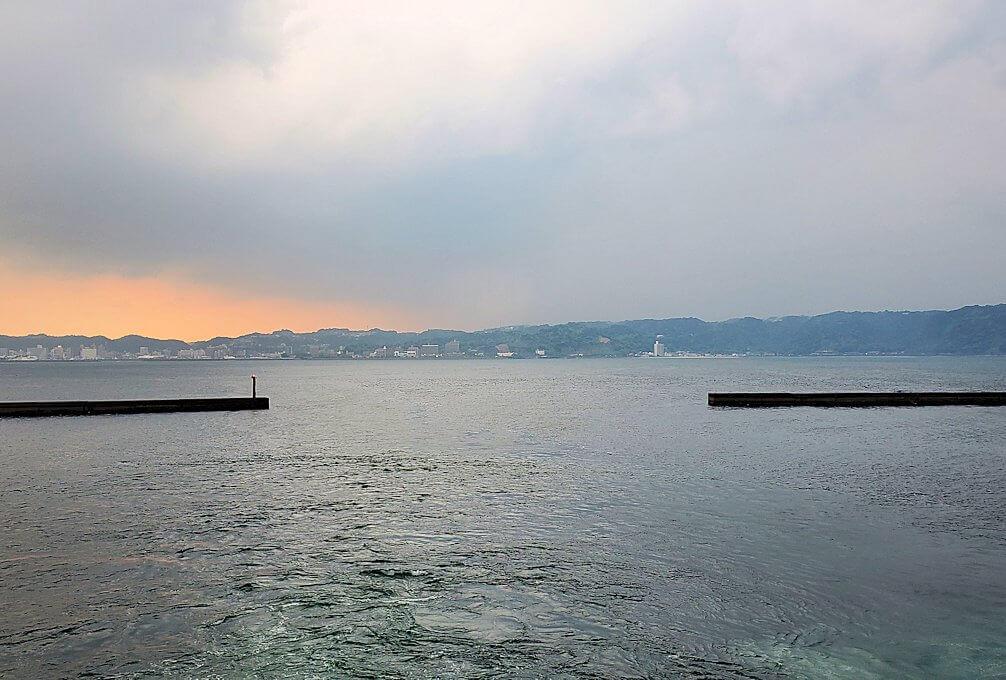 鹿児島港へ向かうフェリーの景観