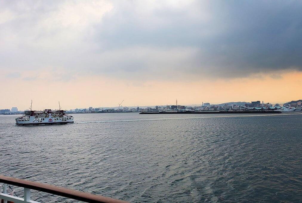 鹿児島港へ向かうフェリーの景観-2