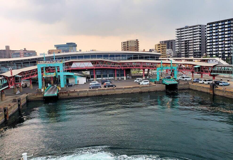 鹿児島港に到着するフェリーからの景観-1